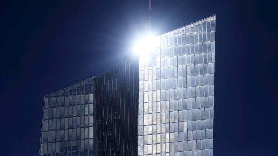 EZB-Zentrale in Frankfurt: Lebensader der griechischen Banken