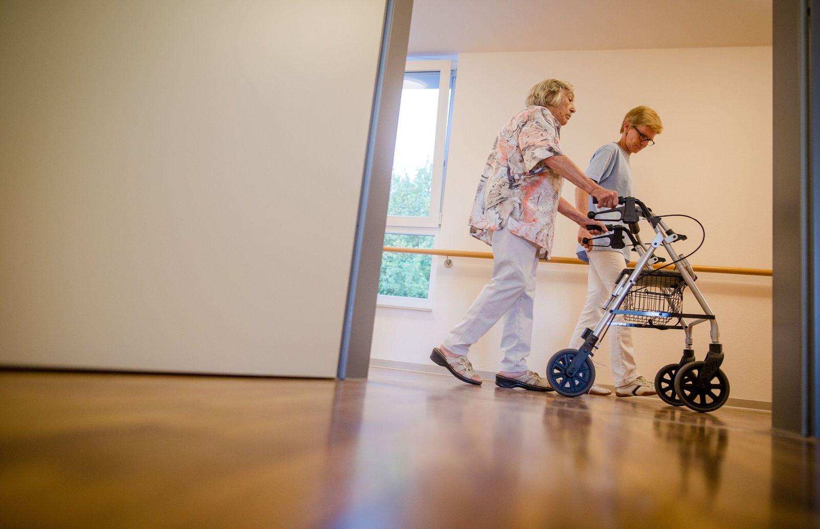 Debatte über Fachkräftemangel in der Pflege