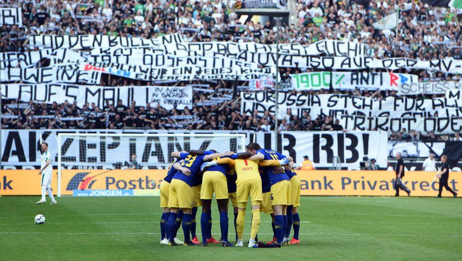 Wie kein anderer Verein in Deutschland kämpft RB Leipzig aufgrund seiner Gründungsgeschichte um Akzeptanz. Gegen Gladbach gab es zuletzt wieder diffamierende Plakate.
