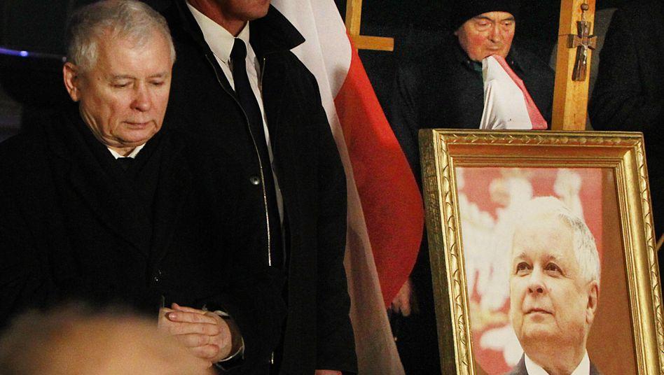 Jaroslaw Kaczynski (l.)