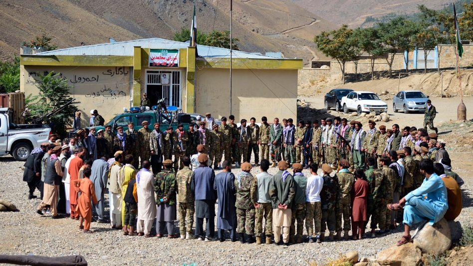 Milizionäre der Gruppe von Ahmad Massud versammeln sich im Pandschirtal