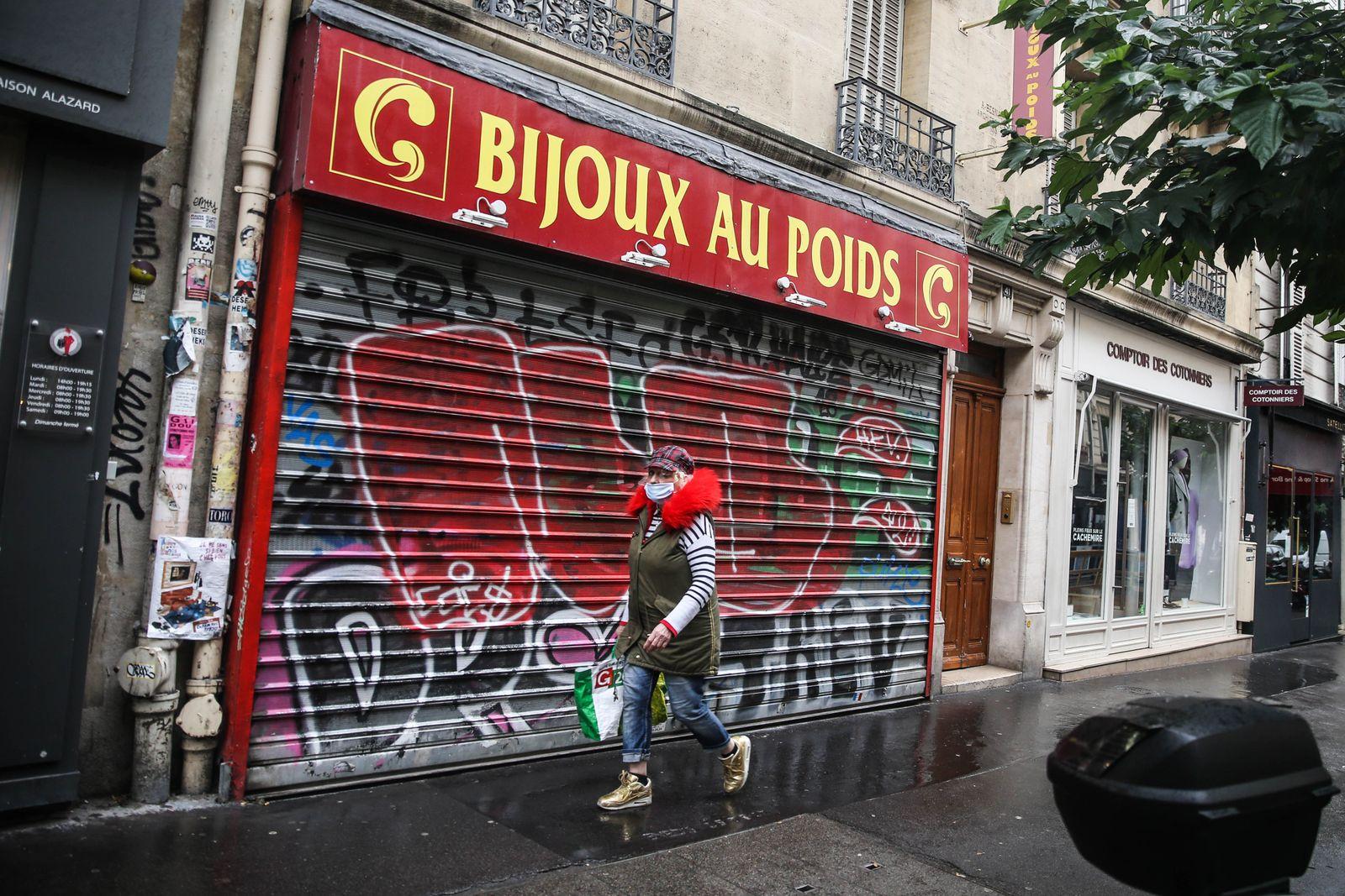 France goes into second lockdown, Paris - 02 Nov 2020