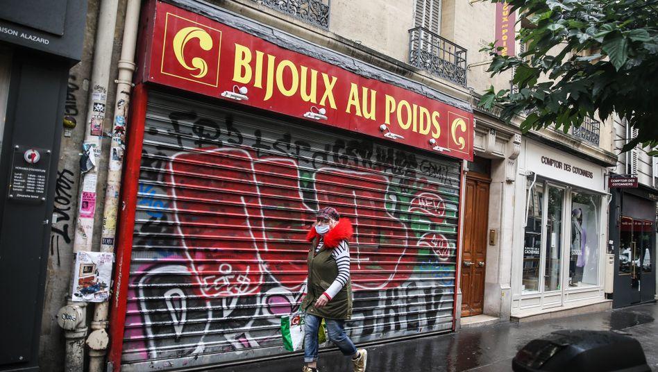 Geschlossene Läden in Paris: Schwierige Situation über Monate