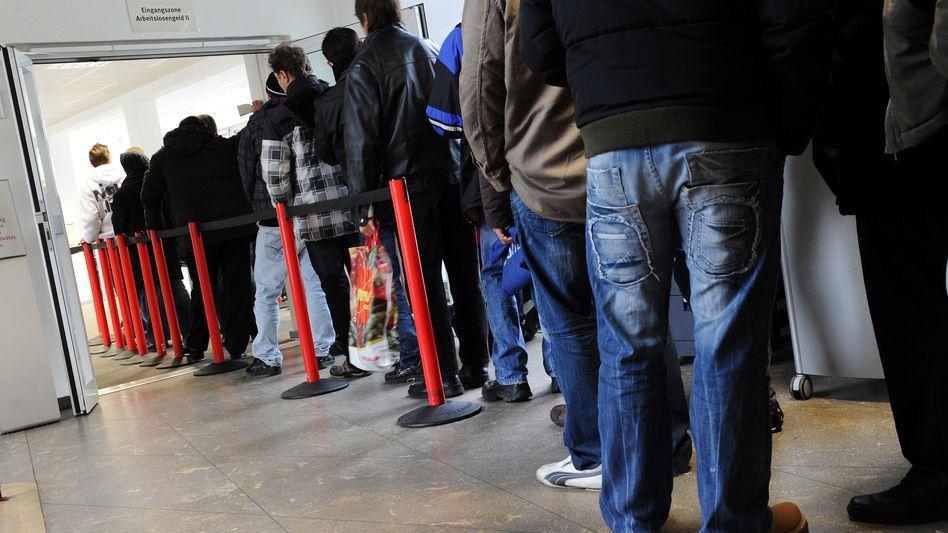 Wartende in einem Jobcenter in Gelsenkirchen (Archivbild von 2011)