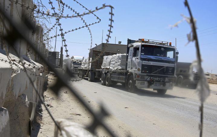 Hilfsgüter werden auf dem Landweg nach Gaza transportiert