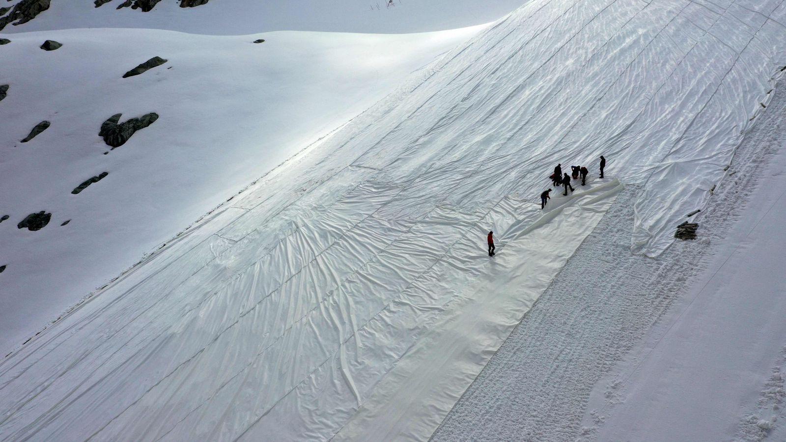 ITALY-MOUNTAIN-ENVIRONMENT-GLACIER-SKIING-MELTING