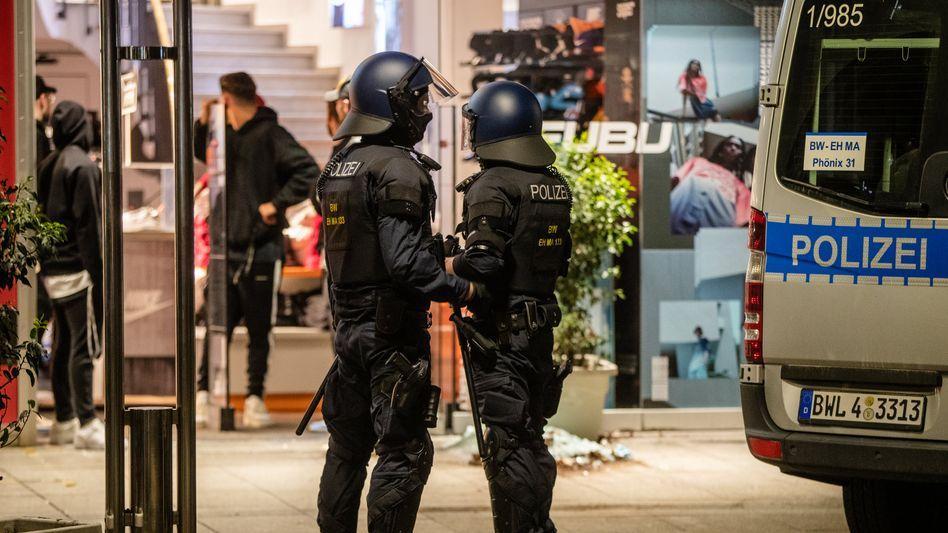 Polizisten in der Stuttgarter Innenstadt