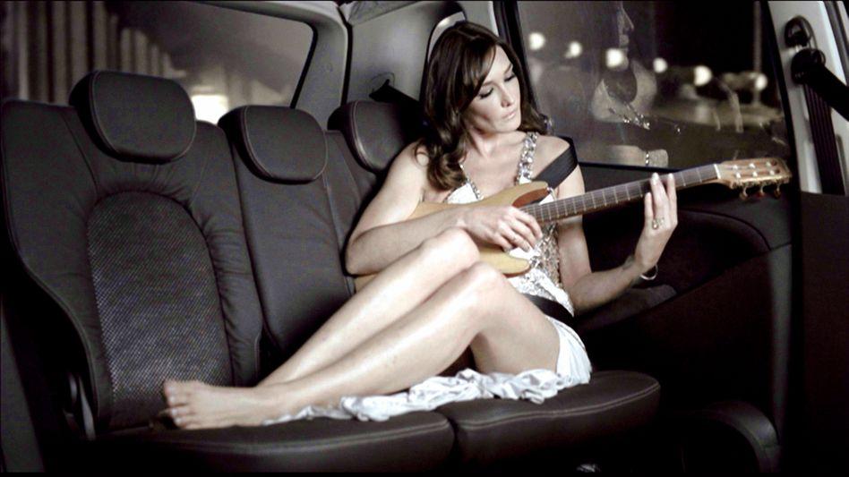 Werbung 2.0 (im Bild Carla Bruni): Ein Kuss, ein Song