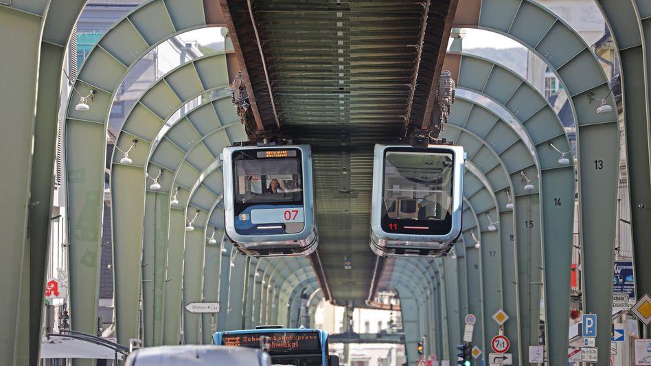 Sie schweben wieder durch Wuppertal: Die Züge der weltberühmten Schwebebahn