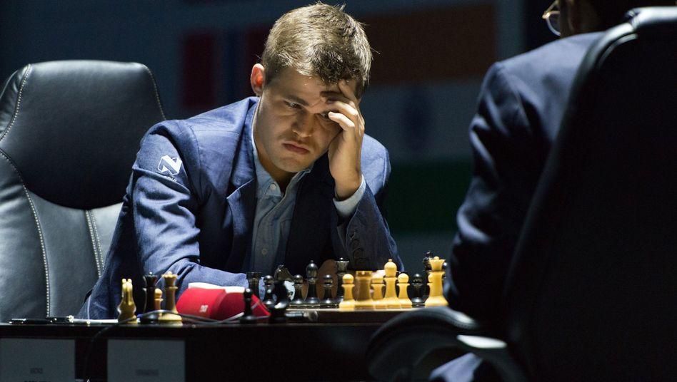 Schach-Weltmeister Carlsen: Punkteteilung mit Anand