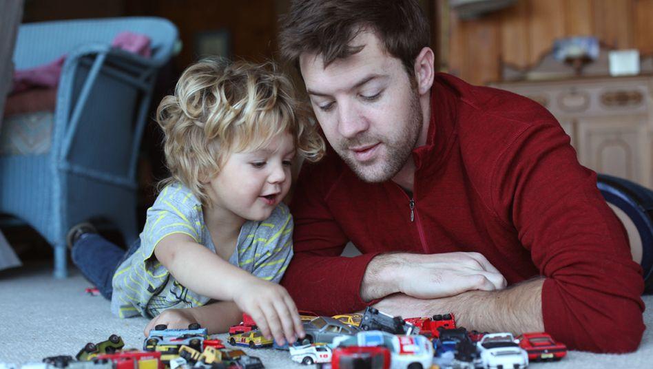 Vater und Kind: Entlastungsbetrag soll um 600 Euro steigen