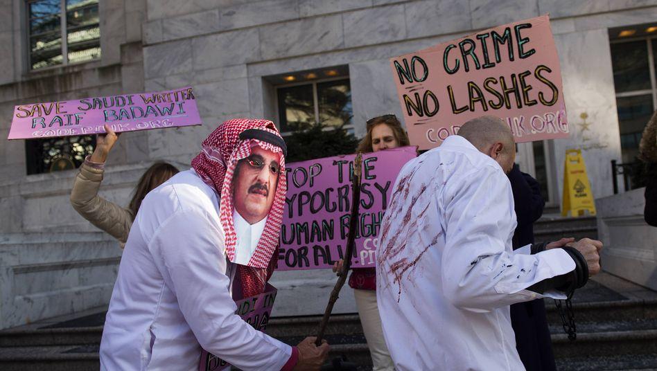 Protest gegen die Auspeitschung des Bloggers Badawi vor der saudi-arabischen Botschaft in Washington D.C. (2015)
