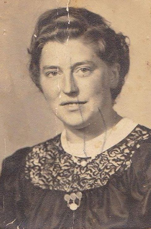 Grete Specker-Dönhöft (Foto um 1943) wurde Landwirtin und starb 1995 in Rhede