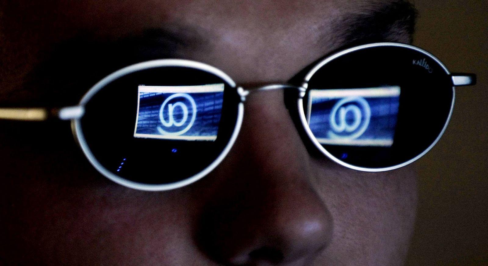 NICHT VERWENDEN Symbolbild Internetsucht