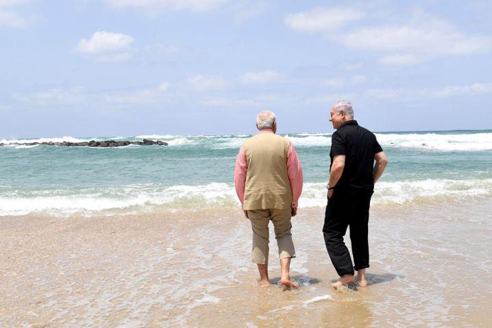 Seit' an Seit': Netanyahu und Modi im Mittelmeer