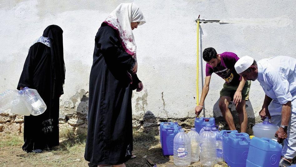 Verteilung von Trinkwasser in der libyschen Hauptstadt: Ungeahnter Bürgersinn