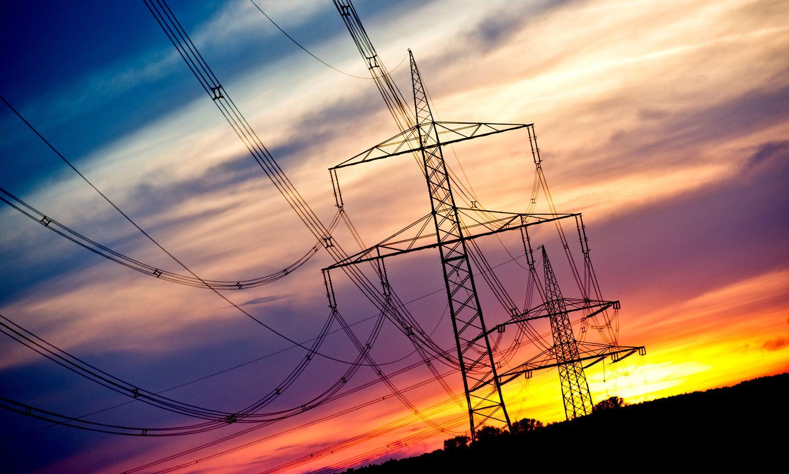 Strom / Strommasten / Stromsparen / Energie / Stromnetz