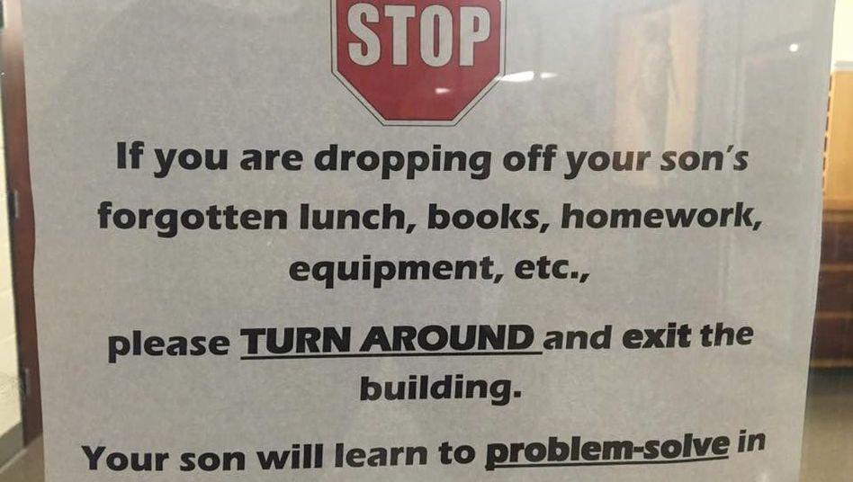 Eltern-Stoppschild an der Catholic High School for Boys in Little Rock