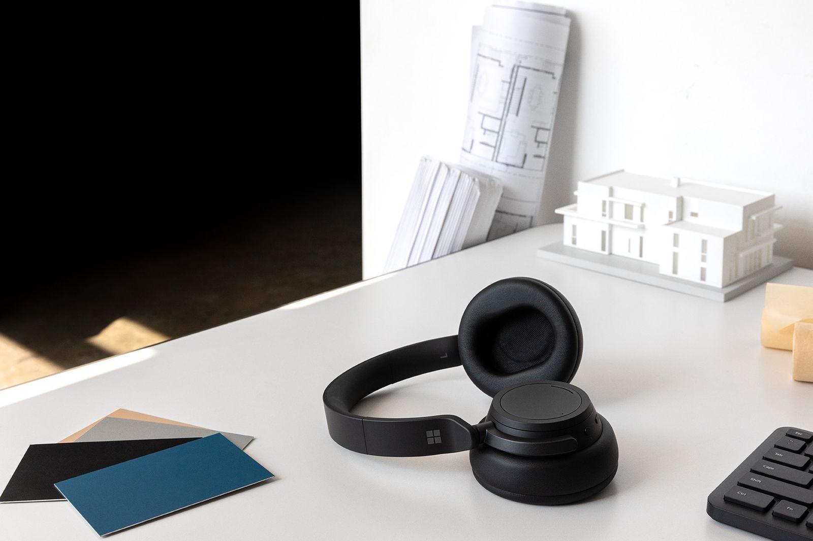 Surface Headphones 2 - Context 2 / SPERRFRIST 6.5. 15 Uhr