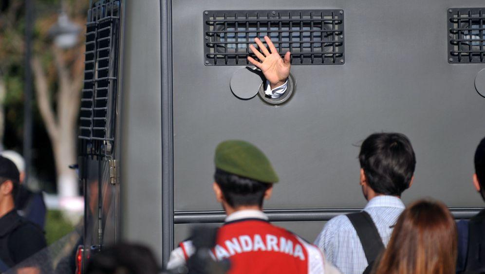 Photo Gallery: Verdict in Ergenekon Trial