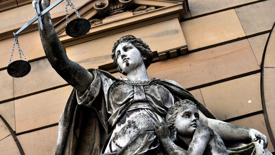 Justitia vor dem Landgericht Ulm: Urteile sind gemeinfrei