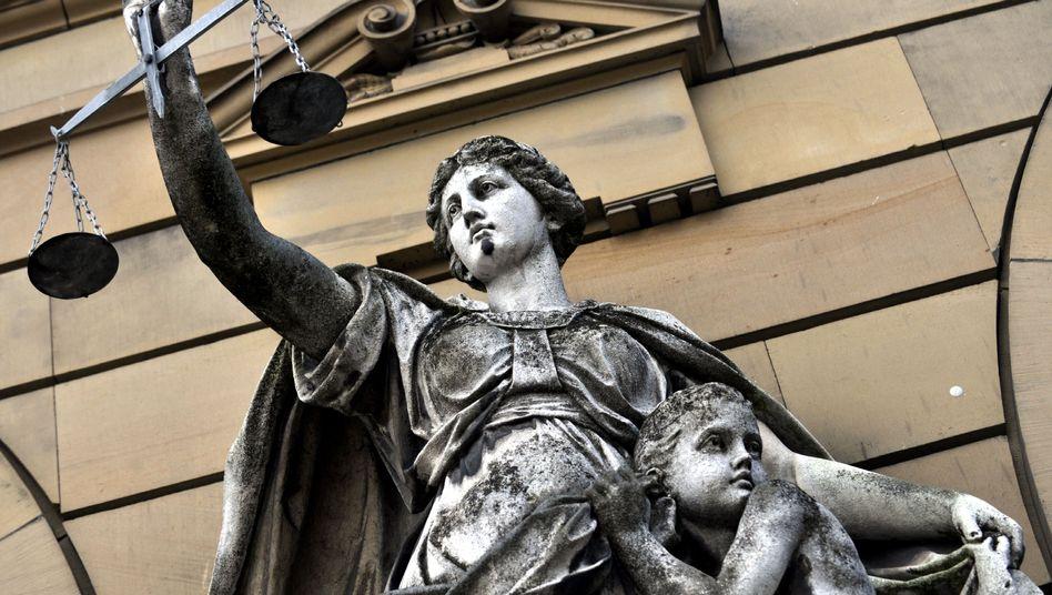 Was hat Vorrang in der Verfassung? Religionsfreiheit, Elternrecht - oder Kinderschutz?