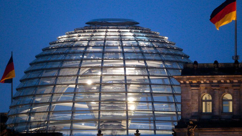 Beleuchtet: Kuppel des Reichstagsgebäudes