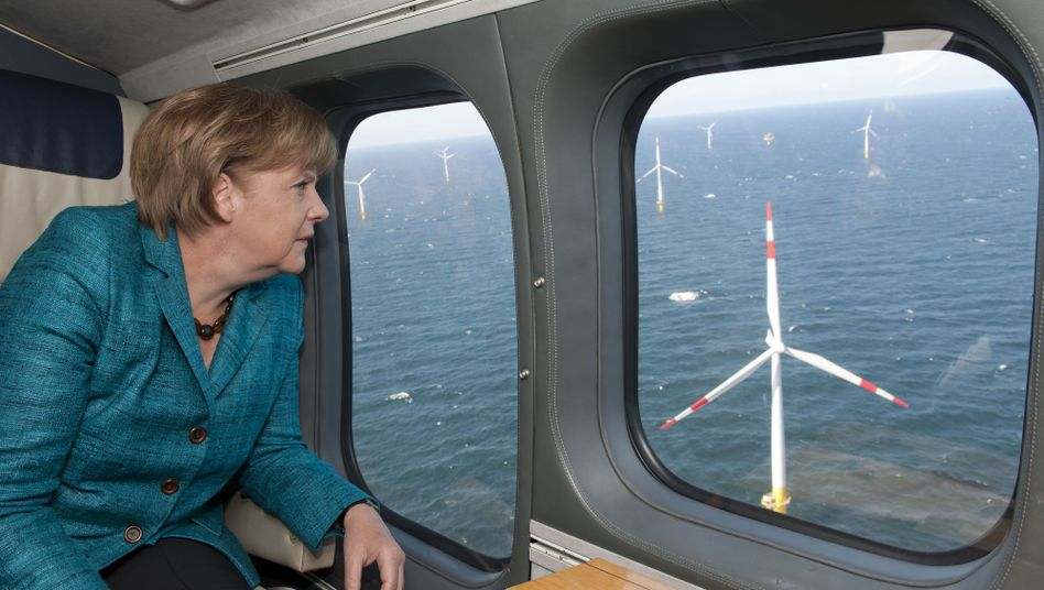 Merkel bei Windparkvisite (Archivbild): Viele Deutsche wollen mehr Klimaschutz