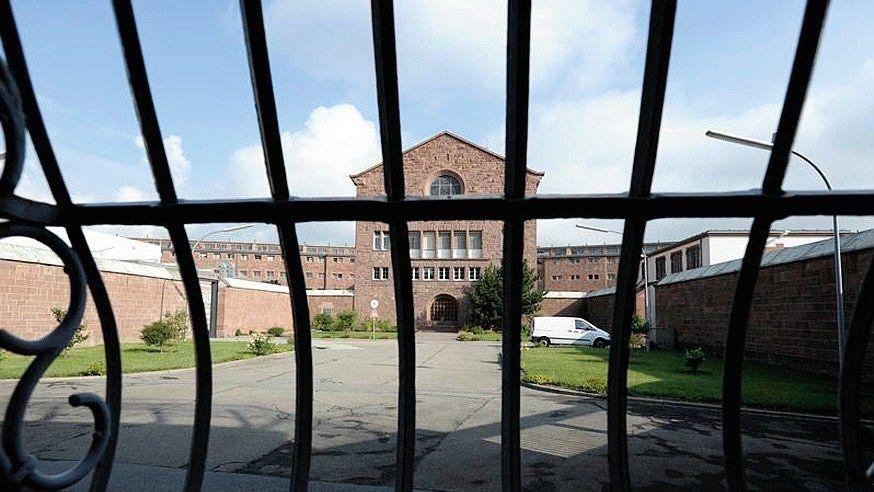 Gefängnis in Mannheim: 23 Stunden allein in der Zelle