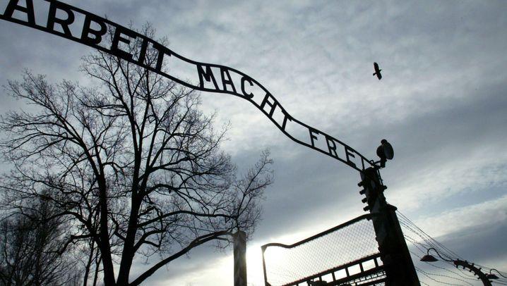 Auschwitz: Die Suche nach dem gestohlenen Schriftzug