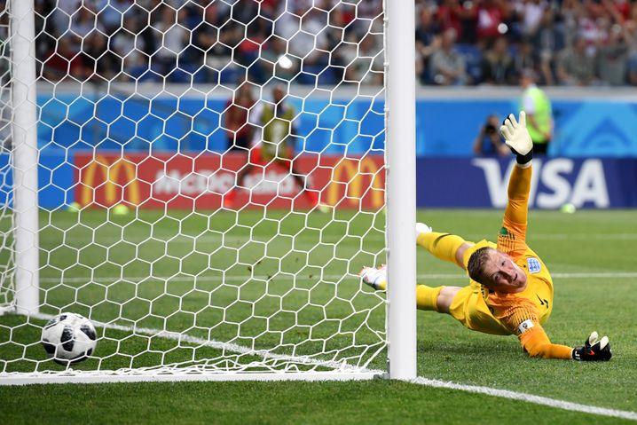 Jordan Pickford kassiert gegen Tunesien einen Elfmetertreffer