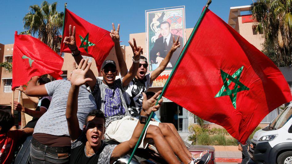 "Marokkaner mit Nationalflagge: ""Der König behält die Oberhoheit"""