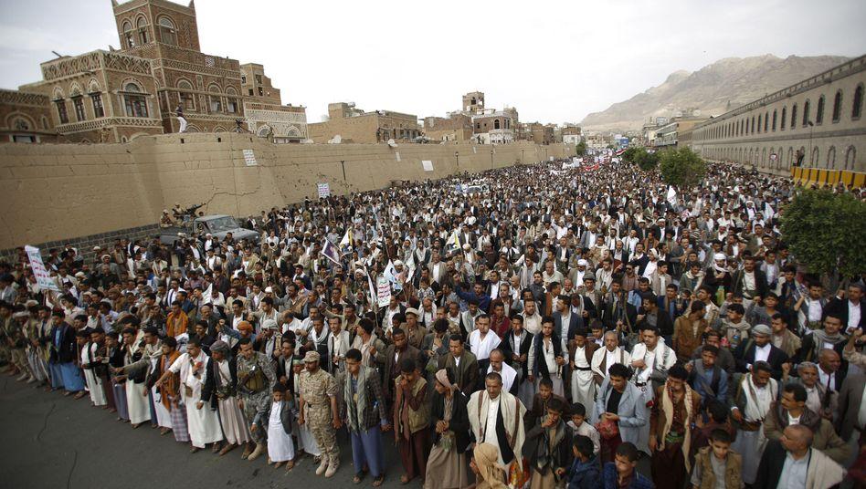 Sanaa: Anhänger der Huthis protestieren gegen Angriffe der Militärallianz