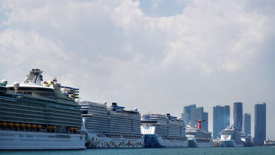 Kreuzfahrtschiffe im Hafen von Miami (im März 2020)