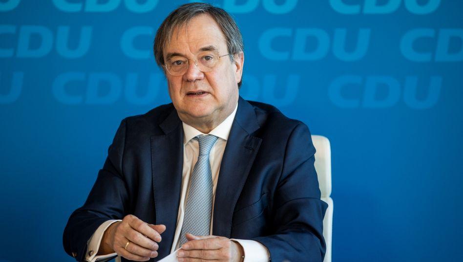 CDU-Chef Laschet: Feld sei einer der renommiertesten Wissenschaftler der sozialen Marktwirtschaft, twitterte er