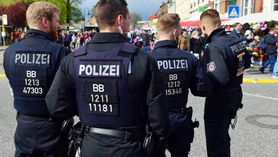 Polizisten in Werder (Symbolbild): Eine Kennzeichnungspflicht für Polizisten ist rechtmäßig