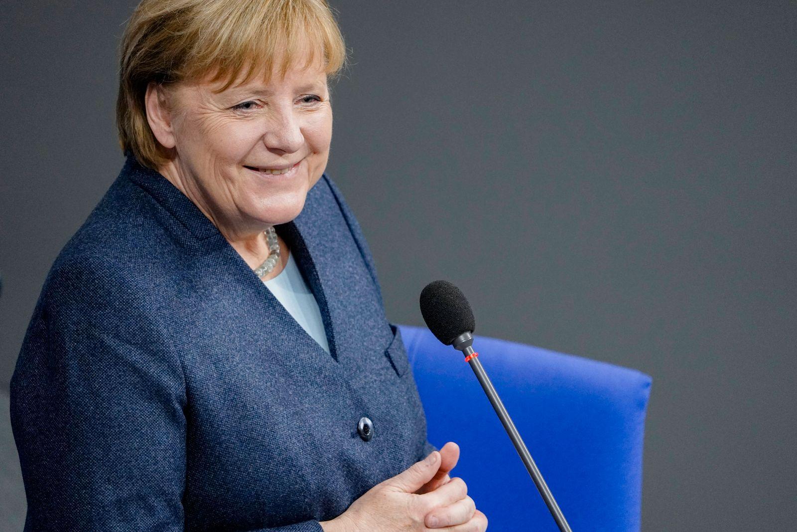 201. Bundestagssitzung in Berlin (Plenum und Debatte) Aktuell, 16.12.2020, Berlin, Angela Merkel die Bundeskanzlerin de