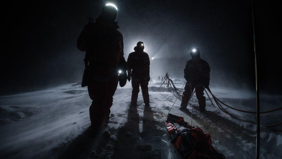 Wissenschaftler im Sturm auf ihrer Scholle: Auch in der Polarnacht gab es genug zu fotografieren