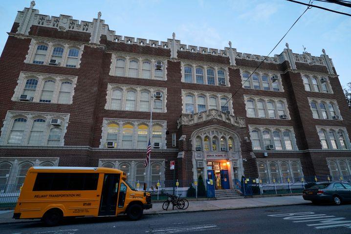 Auch die Public School 95 in Brooklyn muss wieder schließen