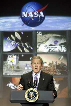 Präsident Bush: Will Astronauten auf den Mond schicken