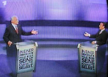"""""""Kravattenduell"""" von Michael Pletziger und Thomas Friedrich: """"Wollen Wähler überhaupt mehr Verantwortung übernehmen als die Wahl der schöneren Krawatte? Die politische Debatte ist in der Öffentlichkeit schon soweit degeneriert, dass ihr einziger greifbarer Inhalt modischer Natur ist. Das Plakat greift beide Seiten an, den bequemen Wähler ebenso wie die Kandidaten."""""""