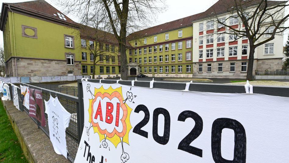 Abitur-Plakat an einem Gymnasium in Kassel