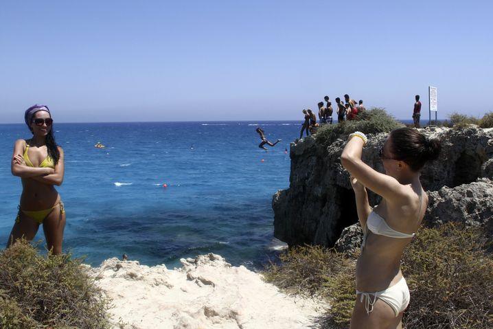 Urlaub am Strand von Larnaka: Einst war Zypern Ziel für zahllose Sonnenhungrige - doch inzwischen sind viele Hotels heruntergekommen