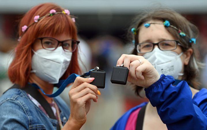 Probanden mit FFP2-Masken und Tracer: Wo wird es eng im Saal?