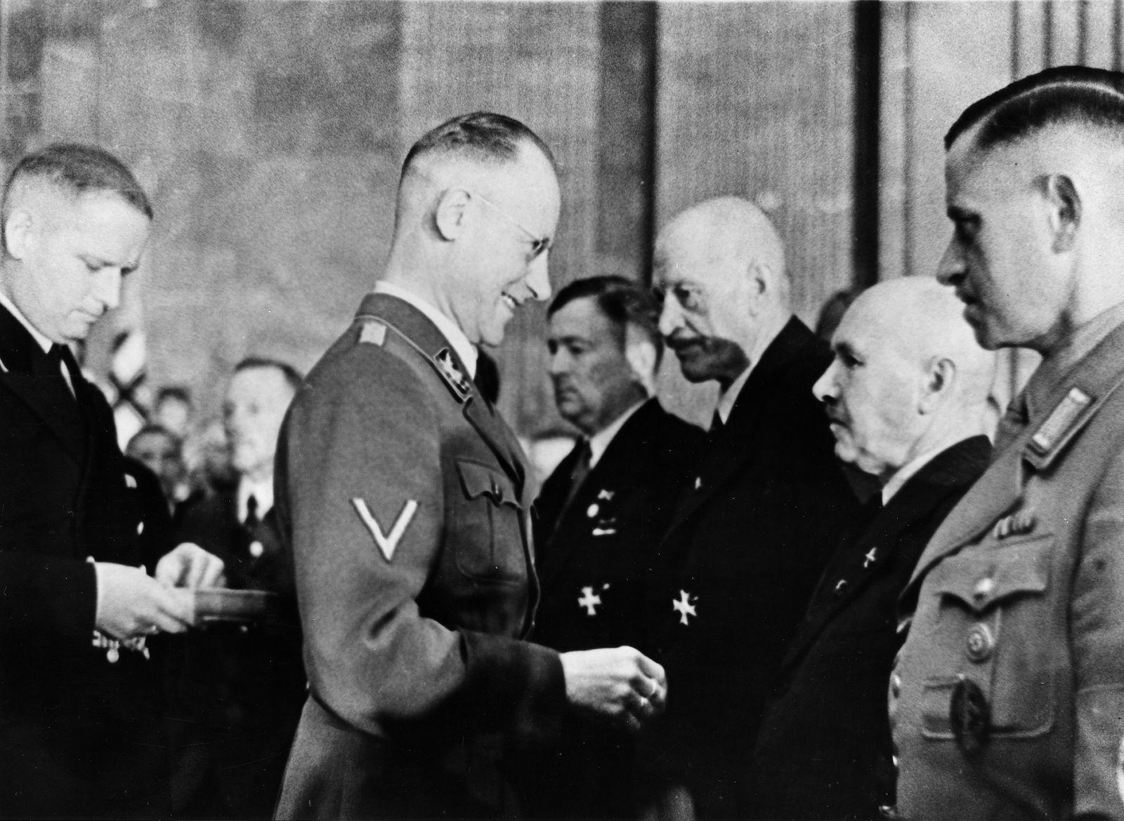 Erntedankfeste - Herbert Backe überreicht Kriegsverdienstkreuze in der neuen Reichskanzlei