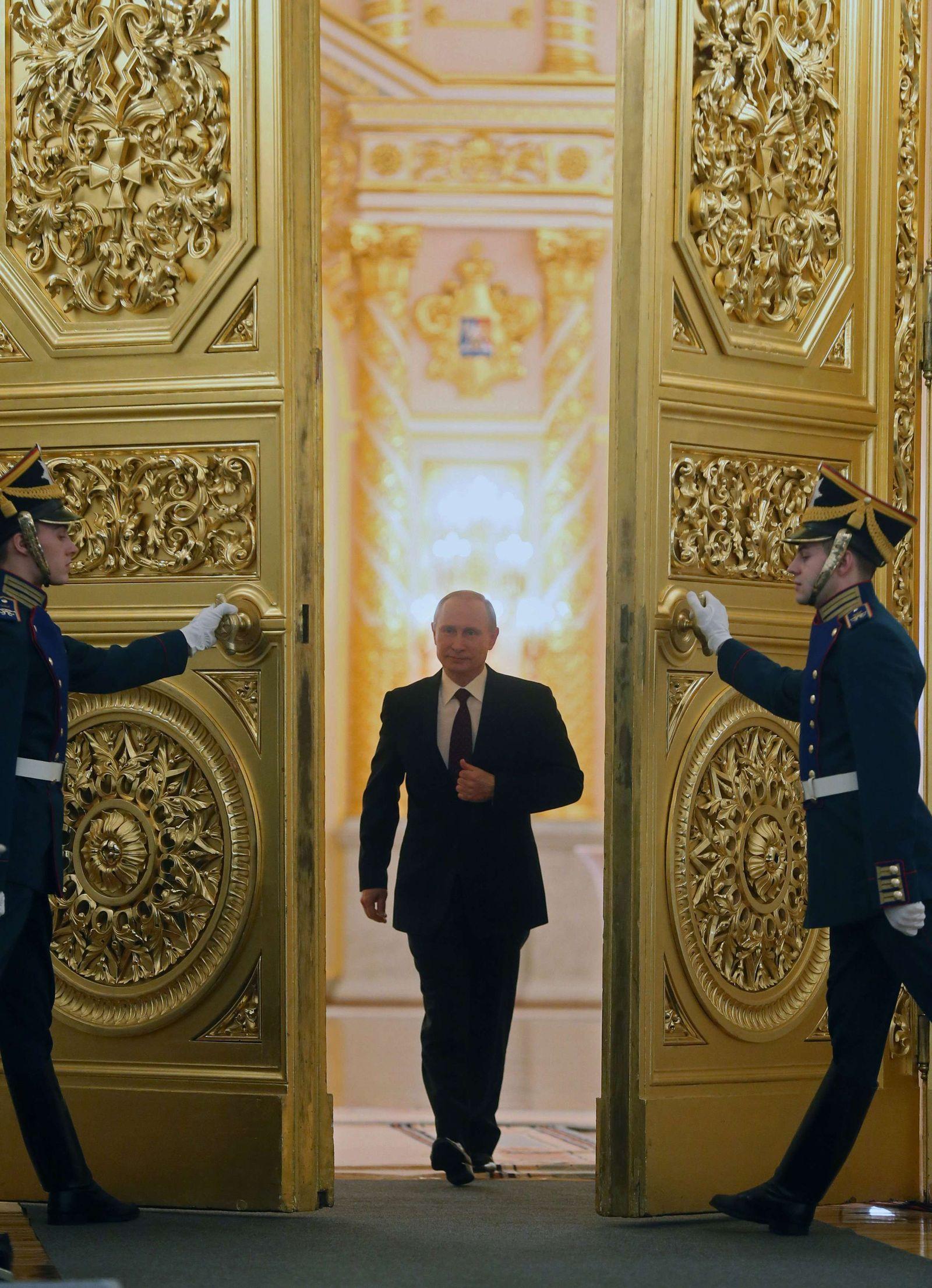 DER SPIEGEL 51/ 2013 74 pp SPIN / Putin