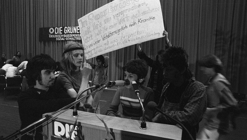 Parteitag der Grünen 1980: Mitglieder der Indianerkommune besetzen das Präsidium