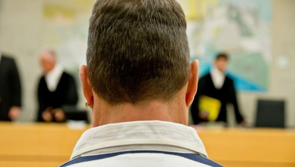 Angeklagter Autobahnschütze vor Gericht (Archiv): Im Prozess gegen den Fernfahrer Michael K. fordert die Staatsanwaltschaft zwölf Jahre Haft