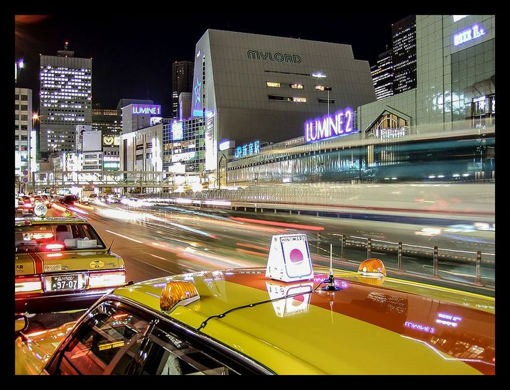 Tokio: Aufnahme mit einer Sekunde Belichtungszeit aus dem fahrenden Taxi