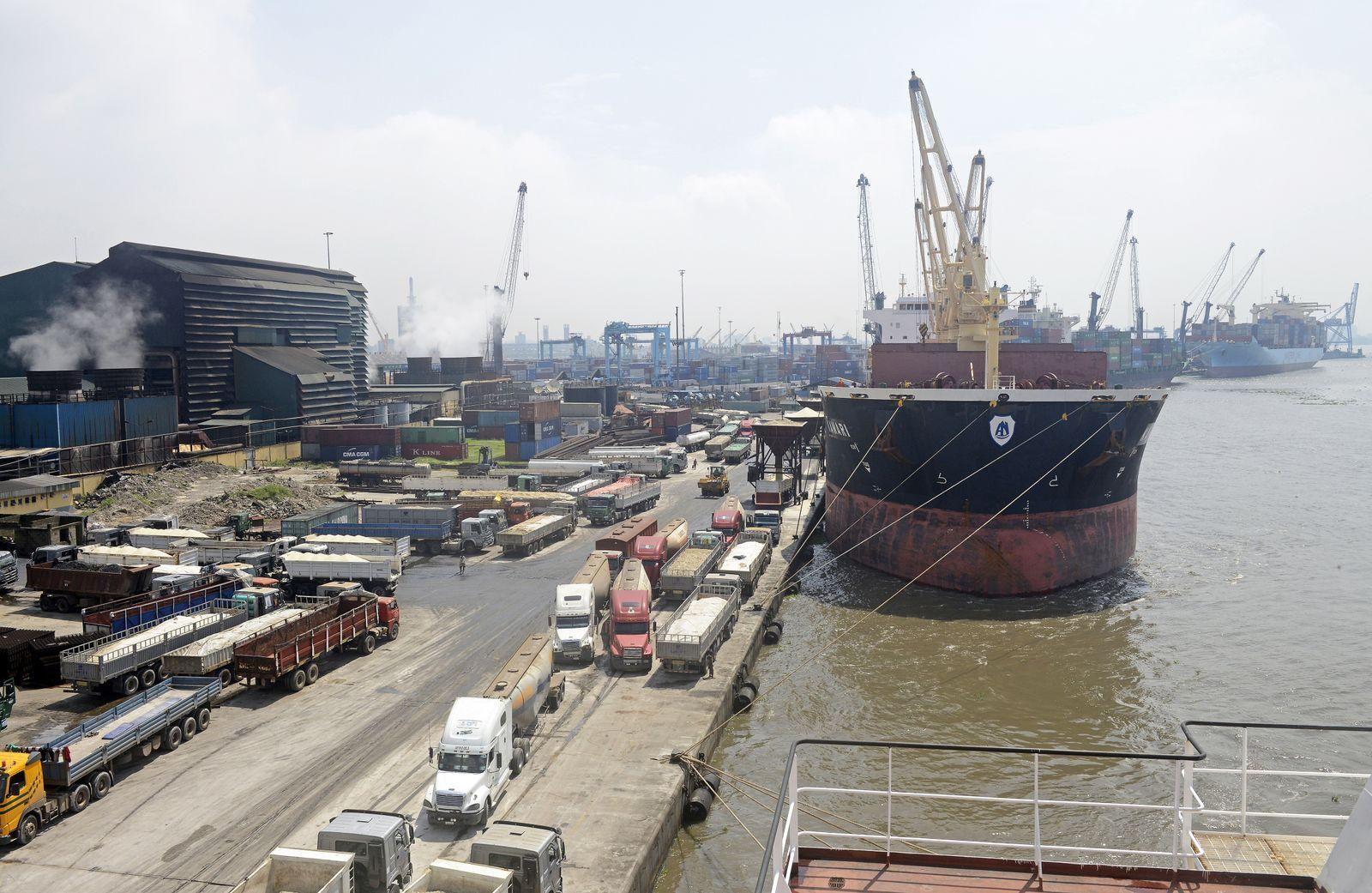 EINMALIGE VERWENDUNG Lagos/ Nigerien/ Hafen